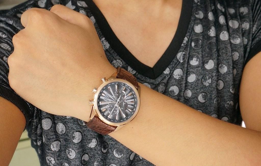 Đồng hồ thông minh Samsung Gear S3 thu hút giới trẻ vì giống đồng hồ truyền thống
