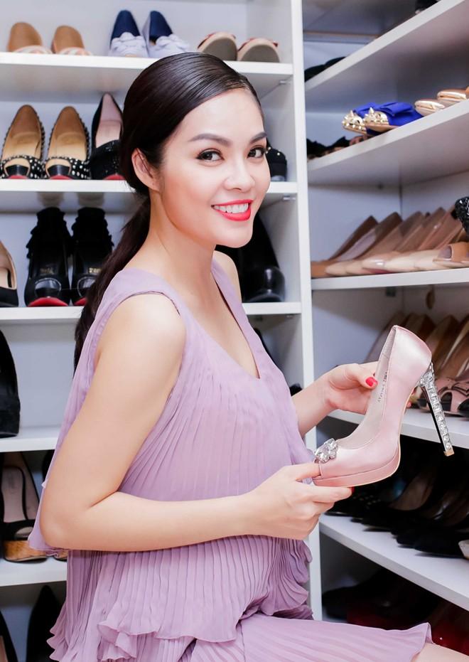 BST giày dép và túi xách trăm triệu của Hoa hậu điện ảnh