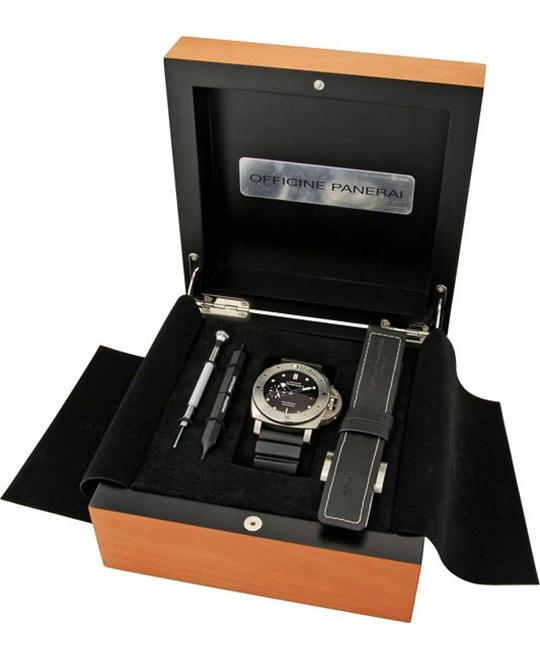 Panerai Luminor Submersible 1950 3 Days PAM00305 47mm