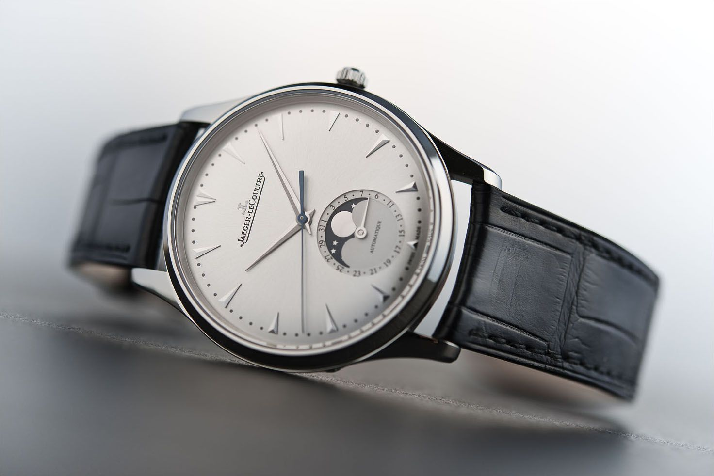 banner đồng hồ Jaeger-LeCoultre Master Ultra Thin Moon
