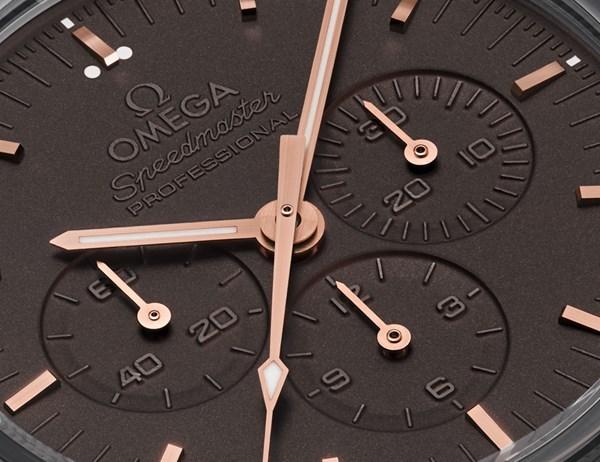 Đồng hồ hiệu Omega tự đổi màu theo ánh sáng - luxshopping.vn - 03