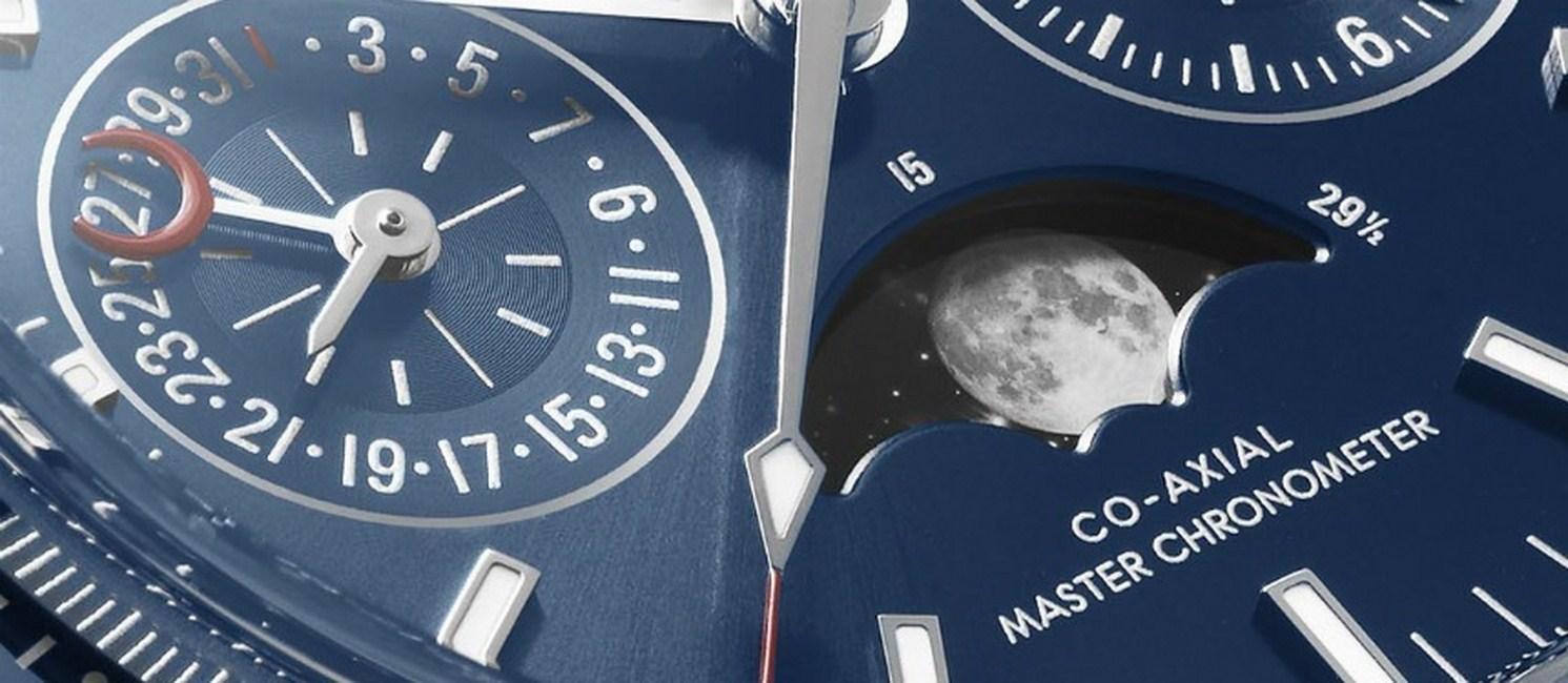 dong ho Omega Speedmaster Moonphase Chronograph
