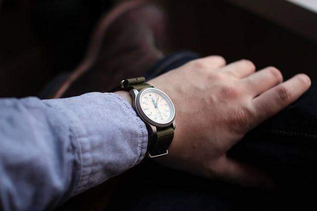 Xác định phương hướng bằng đồng hồ đeo tay