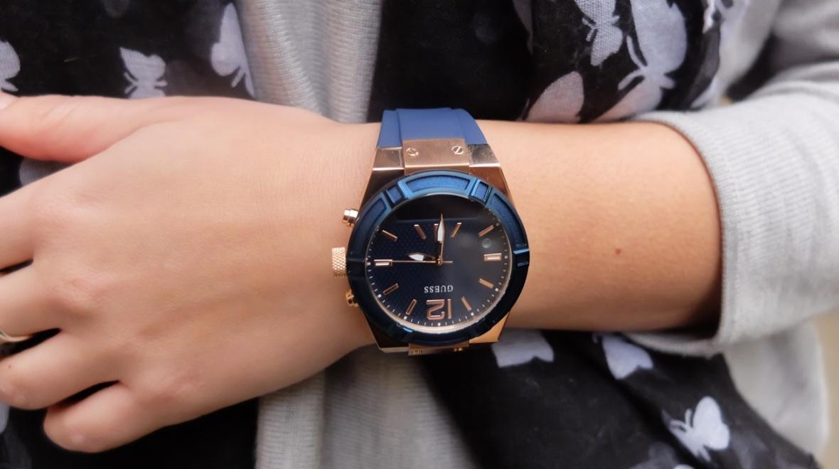 Đồng hồ thông minh Guess connect