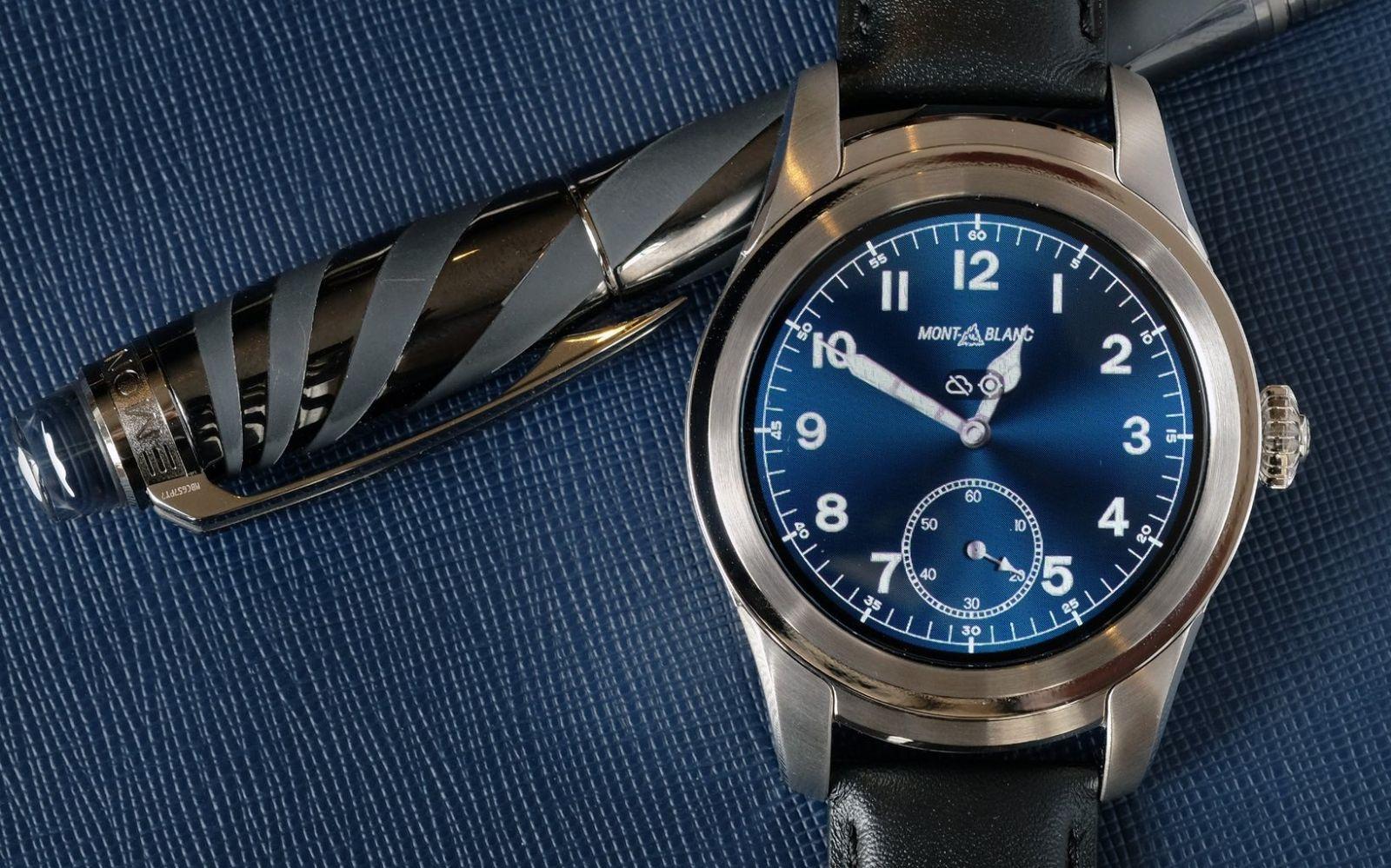 đồng hồ thông minh Montblanc Summit với mặt kính sapphire