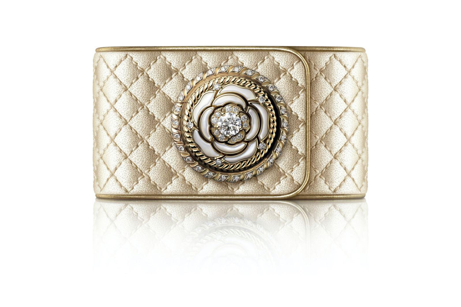 Đồng hồ Chanel Mademoiselle Privé Bouton Décor Camélia Nacre