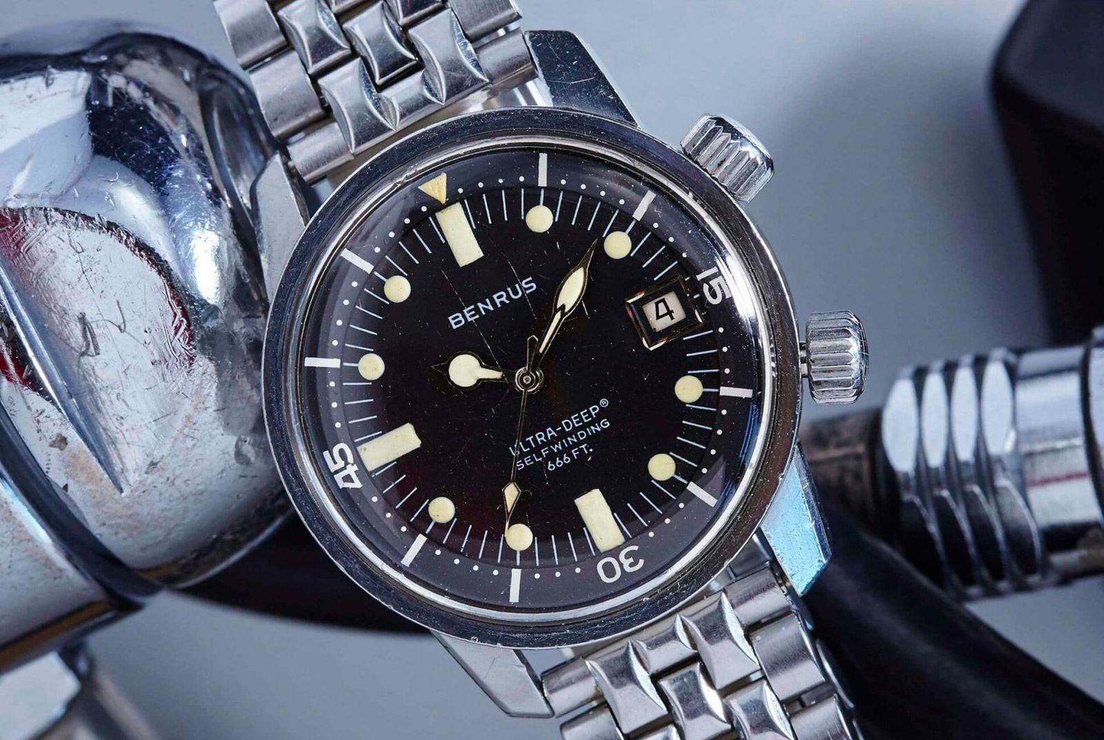 Một mẫu đồng hồ lặn Benrus cổ điển sử dụng vỏ máy Super Compressor