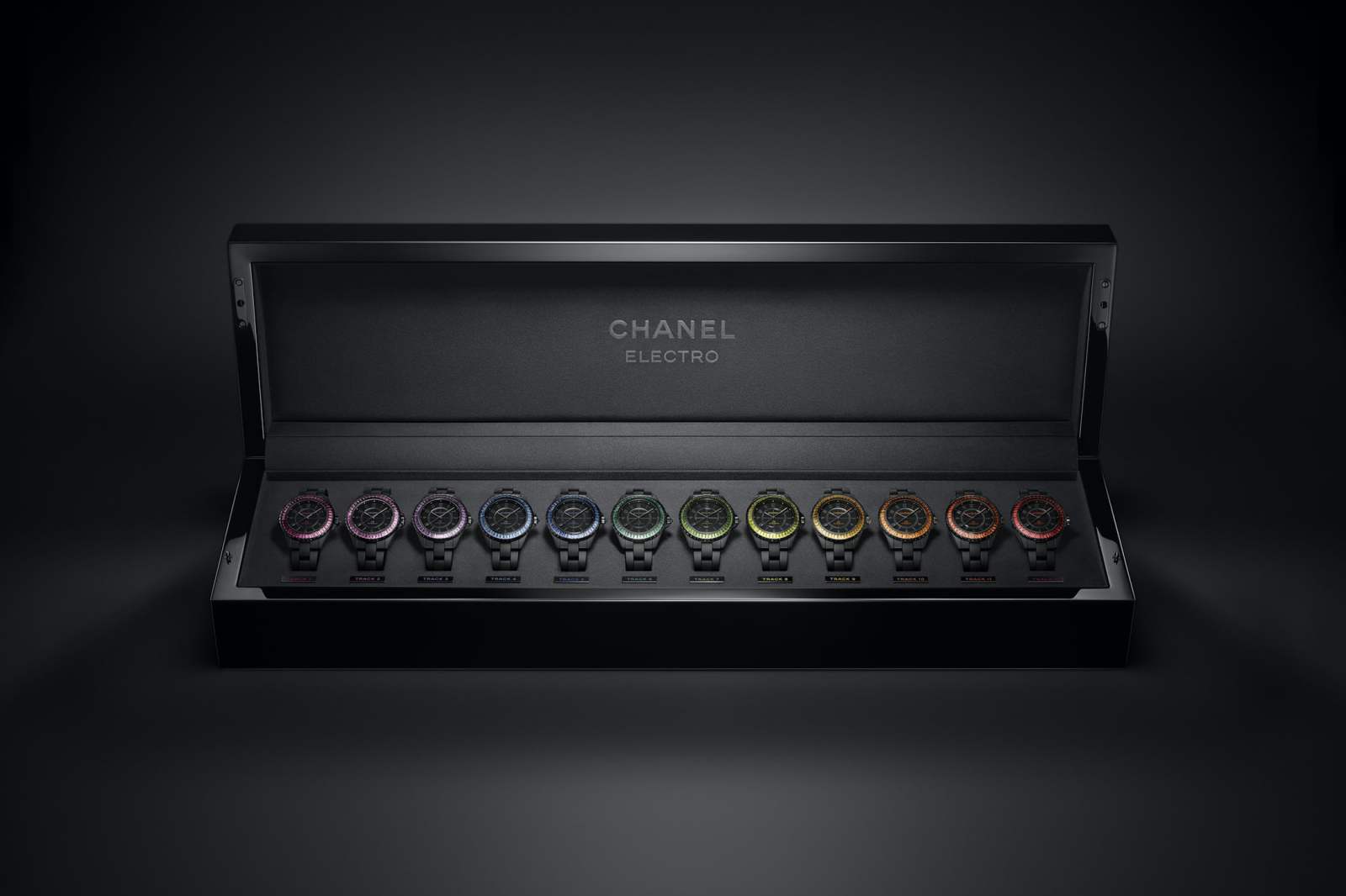 Hộp 12 chiếc đồng hồ Chanel J12 Electro